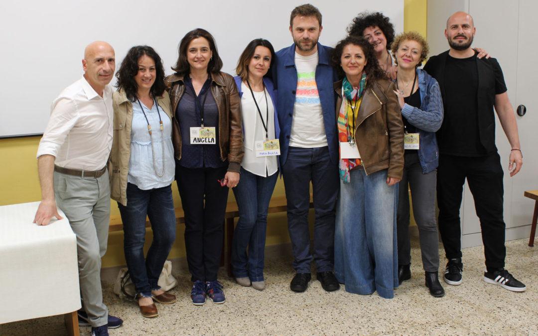 Il gruppo organizzativo di Amabili Confini durante l'incontro con lo scrittore Paolo Giordano